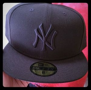 Black New Ear New York Yankees size 8 fitted hat